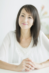 笑顔の40代女性の写真素材 [FYI01623853]