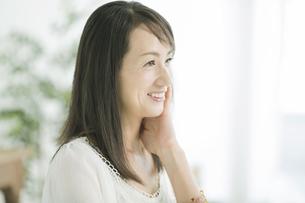 40代日本人女性の美容イメージの写真素材 [FYI01623863]