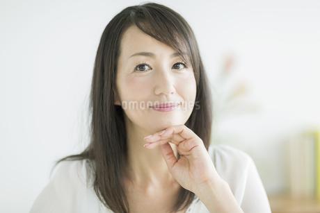 笑顔の40代女性の写真素材 [FYI01623881]