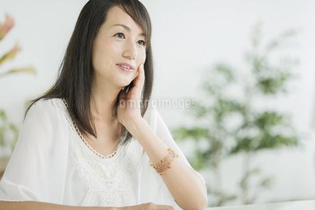 40代日本人女性の美容イメージの写真素材 [FYI01623950]