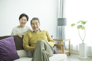 笑顔のシニア夫婦の写真素材 [FYI01623977]