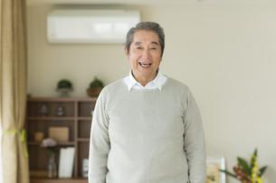 笑顔のシニア男性の写真素材 [FYI01624081]