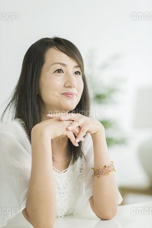 笑顔の40代女性の写真素材 [FYI01624085]