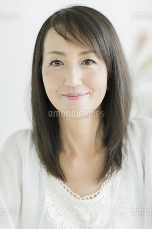 笑顔の40代女性の写真素材 [FYI01624248]