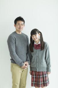 笑顔の父親と娘の写真素材 [FYI01624268]