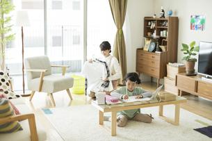 勉強をする女の子の写真素材 [FYI01624272]