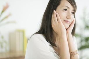40代日本人女性の美容イメージの写真素材 [FYI01624335]