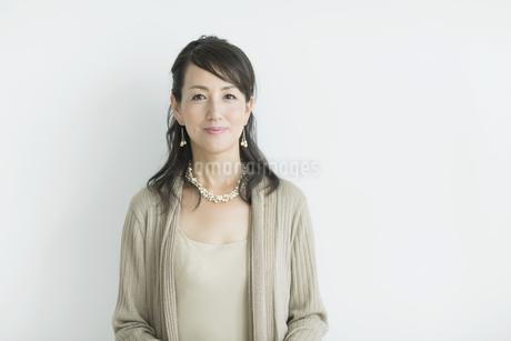 40代日本人女性のポートレートの写真素材 [FYI01624404]
