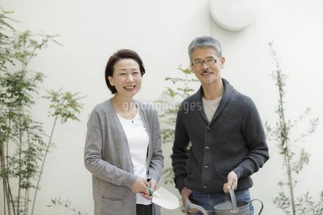 笑顔のシニア夫婦の写真素材 [FYI01624413]