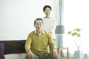 笑顔のシニア夫婦の写真素材 [FYI01624431]