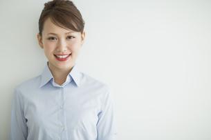 笑顔のビジネスウーマンの写真素材 [FYI01624494]