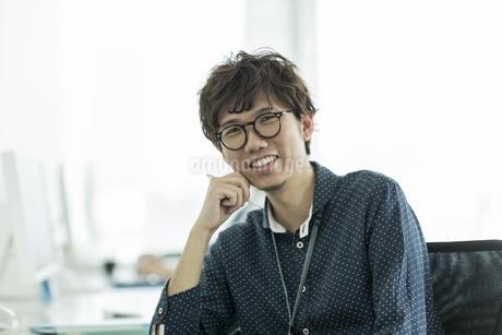 笑顔のビジネスマンの写真素材 [FYI01624554]