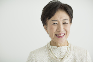 笑顔のシニア女性の写真素材 [FYI01624616]