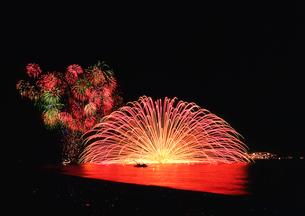 熊野の三尺大花火の写真素材 [FYI01624756]