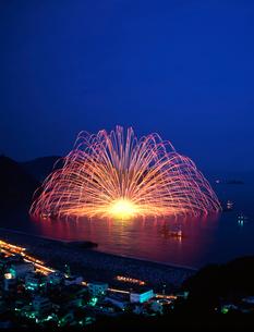 熊野の三尺大花火の写真素材 [FYI01624826]