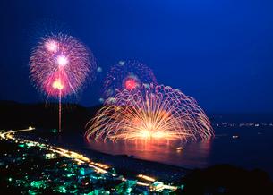 熊野の三尺大花火の写真素材 [FYI01624888]