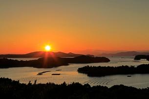 英虞湾桐垣展望台の夕陽の写真素材 [FYI01625534]