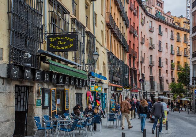 マヨール広場付近のメソンの店が並ぶカヴァ・デ・サン・ミゲル通りの写真素材 [FYI01625679]