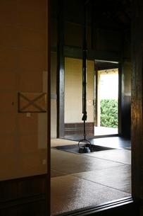 囲炉裏ある和室の写真素材 [FYI01626251]