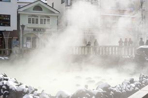 草津温泉の湯畑の写真素材 [FYI01626521]