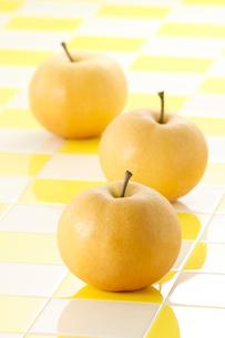 3個並んだ梨の写真素材 [FYI01626596]