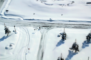 雪道の写真素材 [FYI01626675]