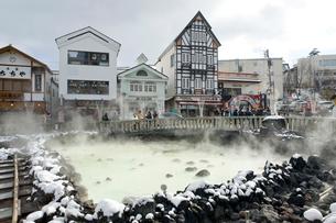 草津温泉の湯畑の写真素材 [FYI01626940]