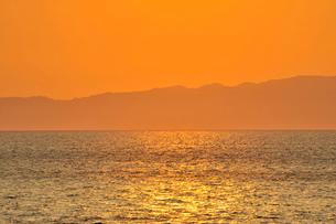 佐渡島のシルエットの写真素材 [FYI01626988]