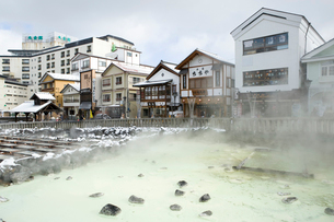 草津温泉の湯畑の写真素材 [FYI01627085]