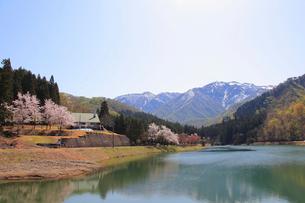 残雪の粟ヶ岳の写真素材 [FYI01627151]
