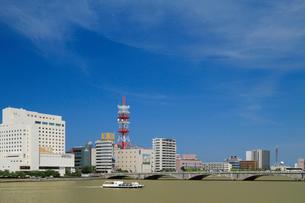 信濃川と萬代橋の写真素材 [FYI01627183]