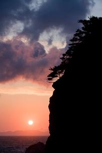 日本海に沈む夕日の写真素材 [FYI01627214]
