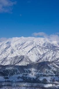 雪の山並みの写真素材 [FYI01627340]