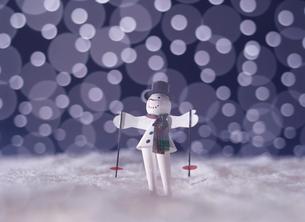 雪だるまの人形の写真素材 [FYI01627350]