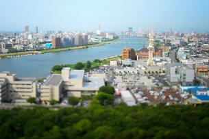 新潟市の街並みと信濃川の写真素材 [FYI01627442]