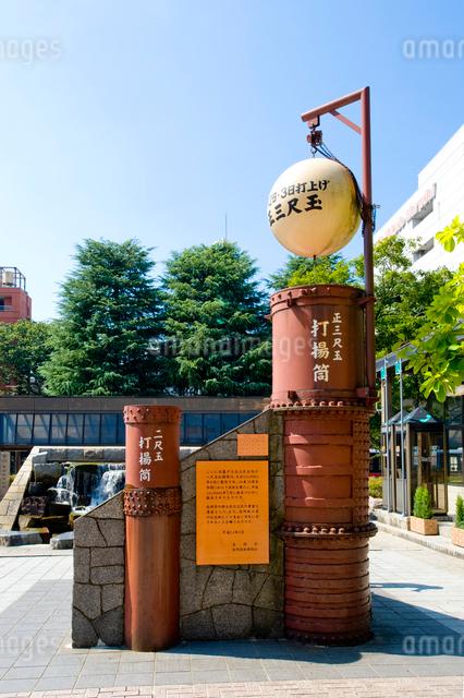 長岡駅前の三尺玉モニュメントの写真素材 [FYI01627446]