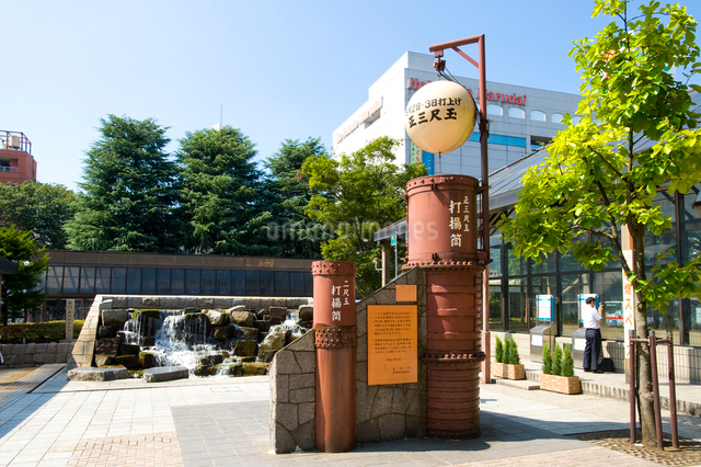 長岡駅前の三尺玉モニュメントの写真素材 [FYI01627496]