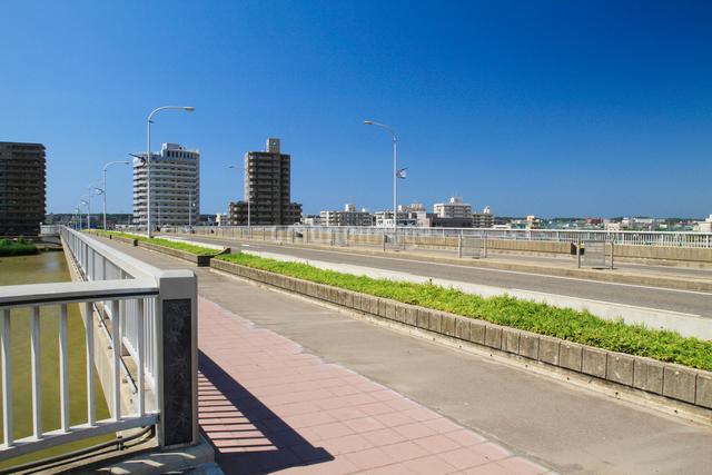 信濃川に架かる千歳大橋の写真素材 [FYI01627518]