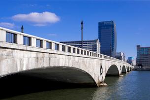 萬代橋とメディアシップの写真素材 [FYI01627563]