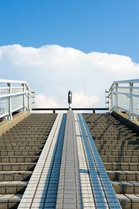 歩道橋の階段の写真素材 [FYI01627586]