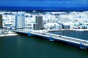 冬の千歳大橋と信濃川の写真素材 [FYI01627642]