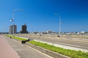 信濃川に架かる千歳大橋の写真素材 [FYI01627660]