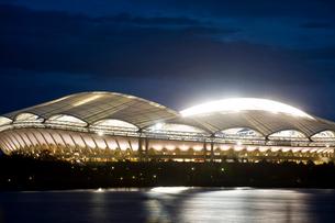 東北電力ビッグスワンスタジアムの夜景の写真素材 [FYI01627672]