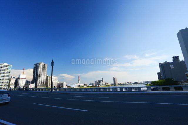 萬代橋より街並みの写真素材 [FYI01627848]
