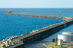 新潟西港防波堤の写真素材 [FYI01627869]