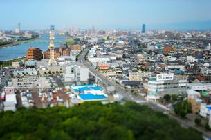 新潟市の街並みと信濃川の写真素材 [FYI01627891]