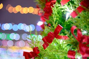 クリスマスツリーの飾りの写真素材 [FYI01627943]