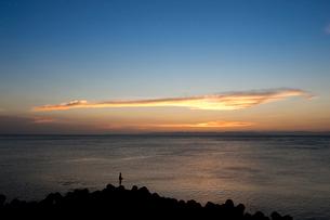 夕暮れの空と雲の写真素材 [FYI01627973]