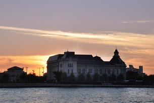 新潟市歴史博物館の夕景の写真素材 [FYI01628050]