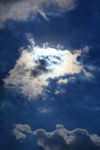 雲の合間より太陽の写真素材 [FYI01628170]